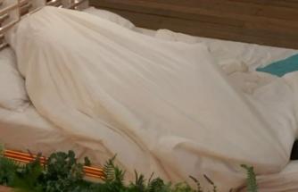 Aşk Adası programında iki yarışmacı kanepede cinsel ilişkiye girdi