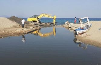 Balık ölümleriyle dikkat çeken Kocagöl'ün denizle bağlantısını sağlayan kanal açıldı