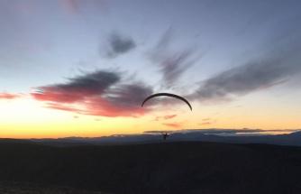 Bayburt semalarında uçan yamaç paraşütçüleri drone ile görüntülendi