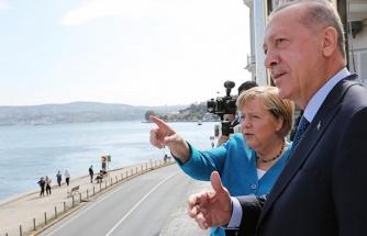 Cumhurbaşkanı Erdoğan, Merkel'e hemşehrisinin yaptığı Ortaköy tablosunu hediye etti