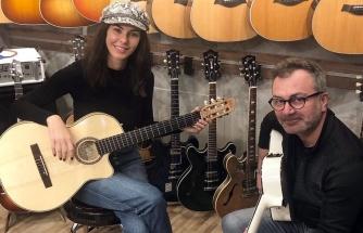 Defne Samyeli müzisyenlik yolunda ilerliyor