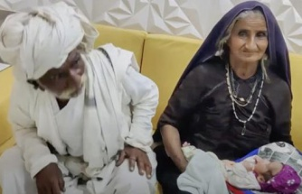Doktorlar 'olmaz' dedi ama onlar dinlemedi! 70 yaşında çocuğunu kucağına aldı