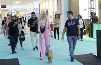 Evcil hayvanını alan Petzoo Eurasia Fuarı'na geldi
