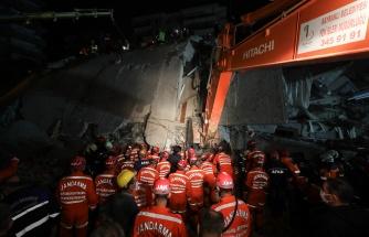 Fotoğraflarla İzmir'de Dünden Bu Yana Süren Kurtarma Çalışmaları