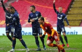 Galatasaray son dakikalarda güldü