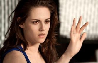 Güzel oyuncu Kristen Stewart, üstsüz şekilde objektiflere yakalandı