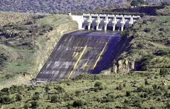 Güzelhisar Barajı'nda su seviyesi gün geçtikçe düşüyor