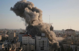 İsrail, Gazze'de sivillerin ikamet ettiği 14 katlı binayı yerle bir etti