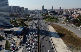 İstanbul'da hafta sonu öncesi trafik yoğunluğu havadan görüntülendi