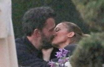 Jennifer Lopez ile Ben Affleck dudak dudağa