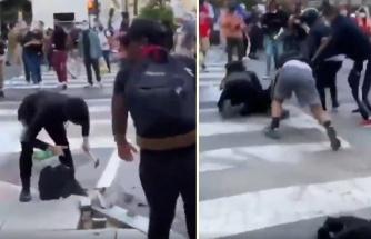 Kaldırım Taşlarını Sökmeye Çalışan Protestocuyu Engelleyip Polise Teslim Eden Protestocular