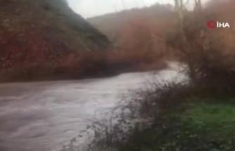 Kar yağışı sonrası barajları besleyen derelerde sular taştı