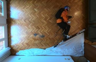 Koronavirüs Salgını Yüzünden Sabırsızlıkla Beklediği Tatili İptal Olan Adam, Evde Stop Motion Kayak Yaptı