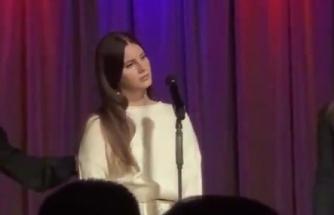 Lana Del Rey Konser Sırasında Uzaklara Dalıp Şarkıya Girmeyi Unuttu