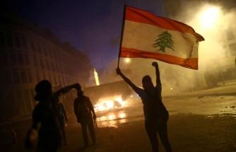Lübnan'da Protestolar Büyüyor: Göstericiler Çok Sayıda Bakanlık Binasına Girdi