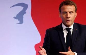 Macron'un İslam'ı hedef alan sözlerine bir tepki de Yunanistan'dan geldi: Saldırgan ve hakaret edici