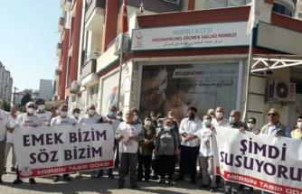 Mersin'de doktor cinayeti protesto edildi: Doktorlar ölüyor Sağlık Bakanlığı izliyor