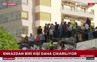 Müjdeli Haberler Peşi Sıra Gelir Umarız: İzmir'deki Depremde Enkaz Altında Kalan Vatandaş Canlı Olarak Çıkarıldı