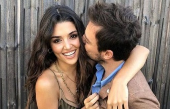 Murat Dalkılıç, karşılaştıkları nikahta 'Hasret Geceleri' şarkısını söylerken Hande Erçel telefonuna baktı