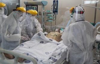 Prof. Dr. Adıyaman: Hastanelerde yer kalmadı, 50 yaş üstü ilaç verilipevlerine gönderiliyor