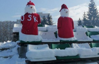 Romanya'da Sepsi ile Astra Karşılaşması Öncesi Tribünler Kardan Adamlarla Donatıldı