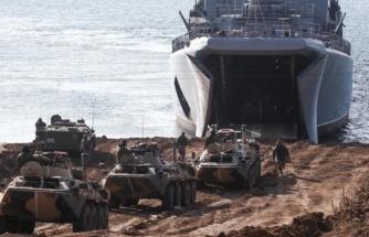 Rusya, Kırım'da onlarca gemi ve jetle gövde gösterisi yaptı! Resmi televizyon dev tatbikatı canlı olarak yayınladı