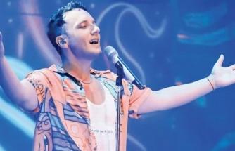 Şarkıcı Edis Türkiye turnesine çıktı