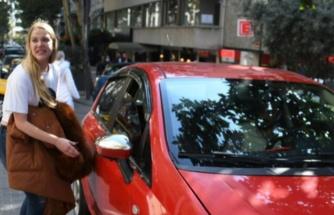 Serel Yereli, korsan taksi kullanıyor