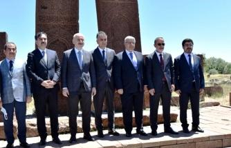 Son Dakika | Bakan Karaismailoğlu, Ahlat-Malazgirt Karayolu'nun açılışını yaptı