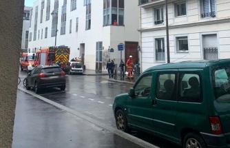 Son Dakika: Fransa'da Charlie Hebdo'nun eski binasının olduğu yerde bıçaklı saldırı: 2'si ağır 4 yaralı