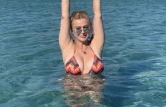 Songül Karlı'nın bikinili pozları