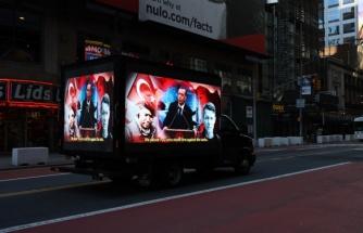 'Stop Erdogan' Reklamına Karşılık Times Meydanı'nda 15 Temmuz'u Anlatan Dijital Ekranlı Kamyonet Dolaştırıldı