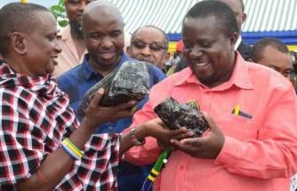 Tanzanyalı madenci yine taş buldu