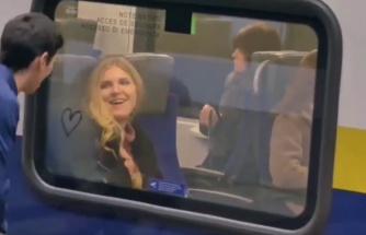 Trene Binen İnsanların Camlarına Kalp Çizerek Sebepsiz Mutluluk Dağıtan Güzel İnsan