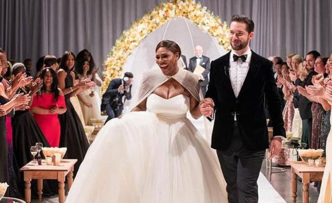 Serena Williams'ın özel tasarım Alexander McQueen gelinliği