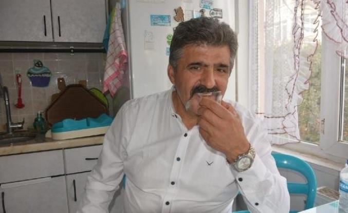 40 Yıldır Cam Yiyen Adam: 'Restoranda Bardak Kırıldı, Ben de Bardağı Isırıp Yedim, İlk Orada Başladı'