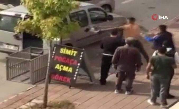 Aracın Üstüne Çıkıp Tekmeler Attı: Yakınını Kazada Yaralandığını Görünce Çılgına Döndü