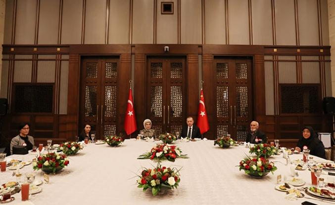Erdoğan Toplu İftarların Yasaklandığını Duyurmasının Ardından Toplu İftara Katıldı