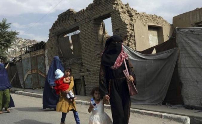 Taliban, kadına verdiği sözü çabuk unuttu: Evden çıkmayın