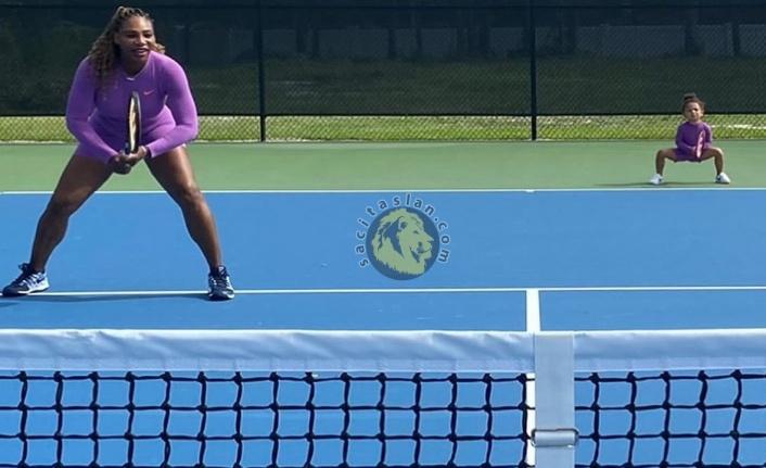 Serena Williams korta bu defa kızıyla çıktı